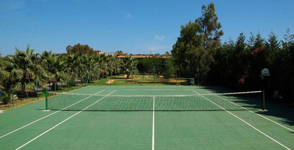 La struttura offre numerose attività come il tennis
