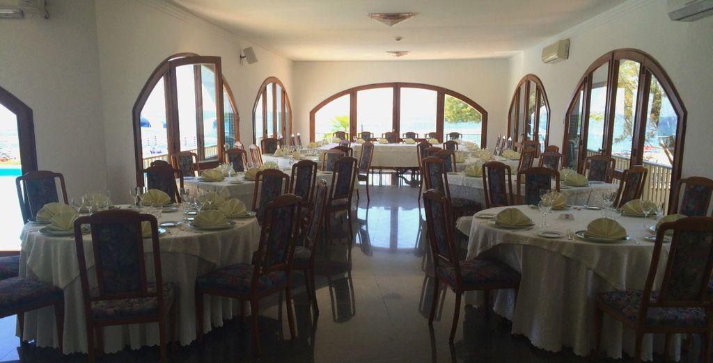 Il ristorante propone piatti della cucina mediterranea
