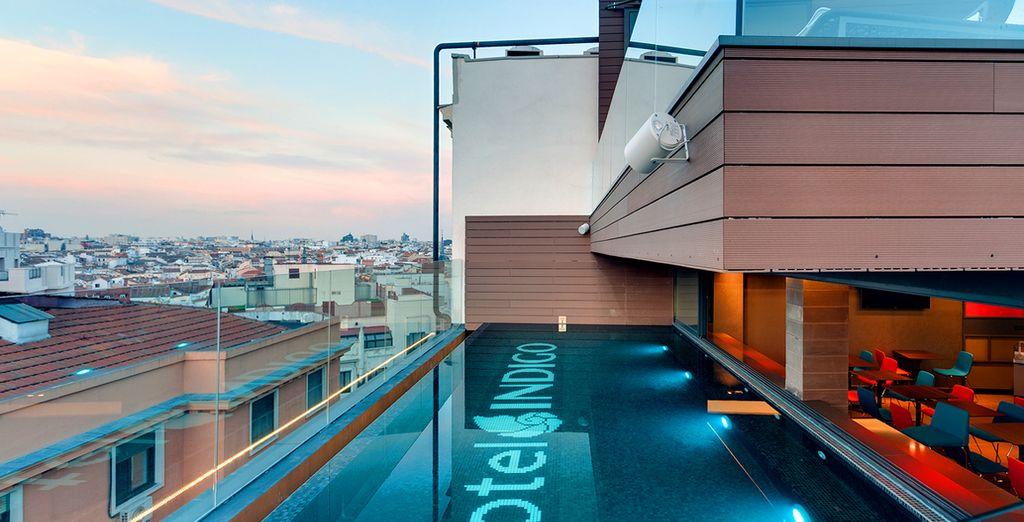Ammirate Madrid dalla terrazza sul tetto dell'hotel