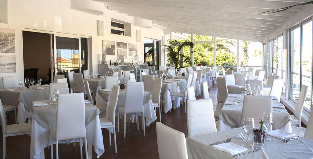 La veranda è perfetta per godere di uno spuntino in un ambiente elegante