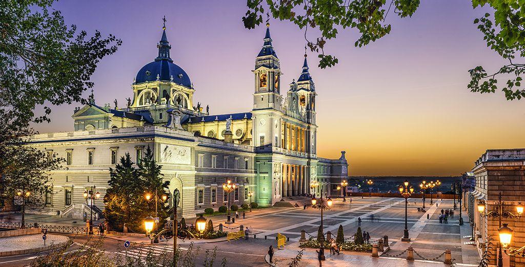 Madrid vi attende per farvi trascorrere una vacanza unica