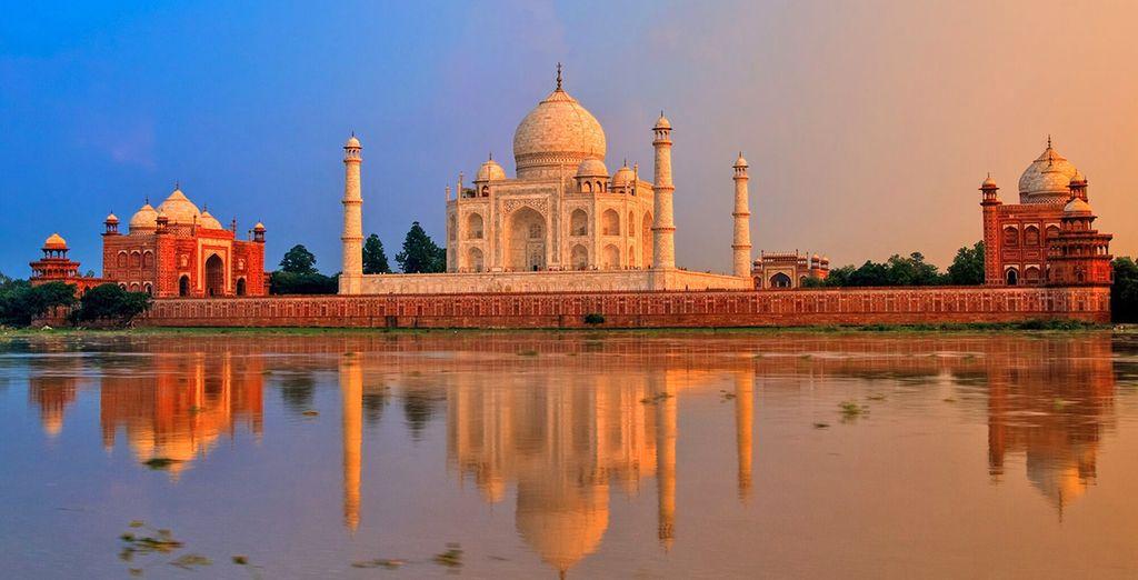 E il maestoso Taj Mahal, simbolo dell'amore infinito