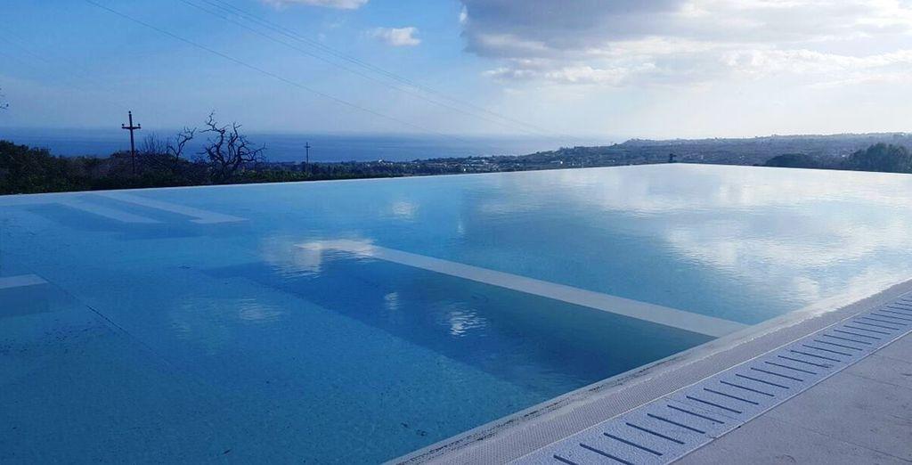 per godere appieno della vista unica che questa piscina vi regalerà