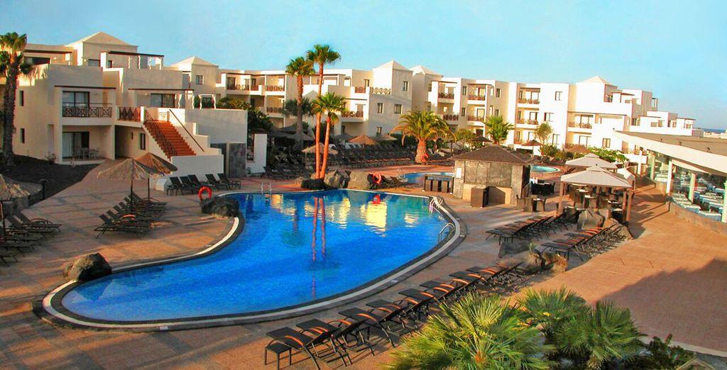 o la magnifica piscina esterna
