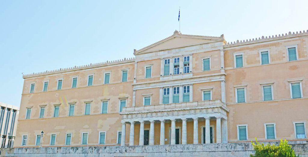 La maestosa piazza del parlamento