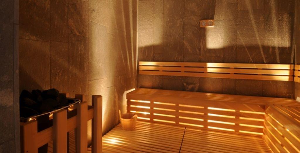 Il centro benessere vi accoglie tra pietre, decori minimalisti e luci soffuse