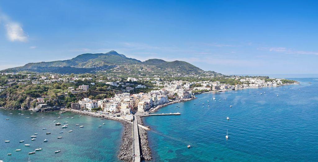 Partite per un soggiorno nella bellissima Ischia, perla del Mediterraneo