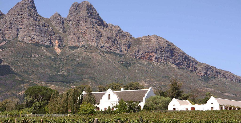 Ammirate la bellezza di luoghi protetti dalle montagne