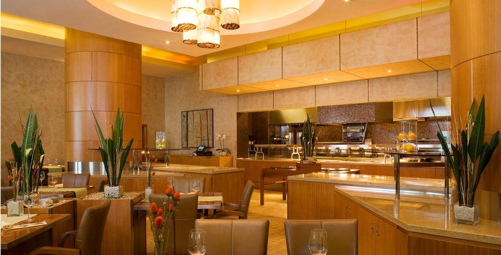 Accomodatevi al Fusion Restaurant e gustate tutti i piatti proposti dallo chef