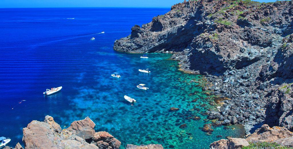 Fate un tuffo nelle acque azzurre dell'isola