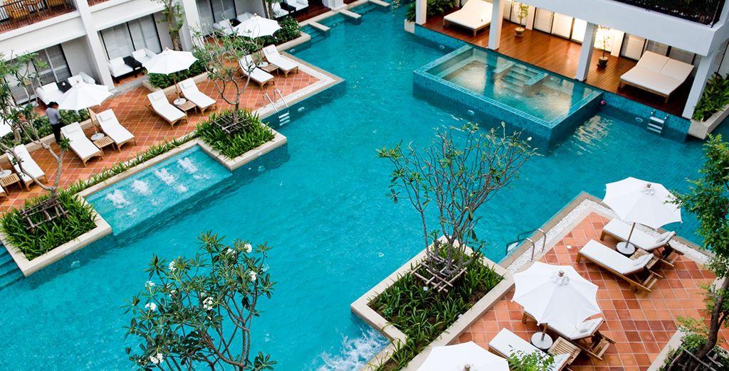 e la spettacolare piscina all'aperto
