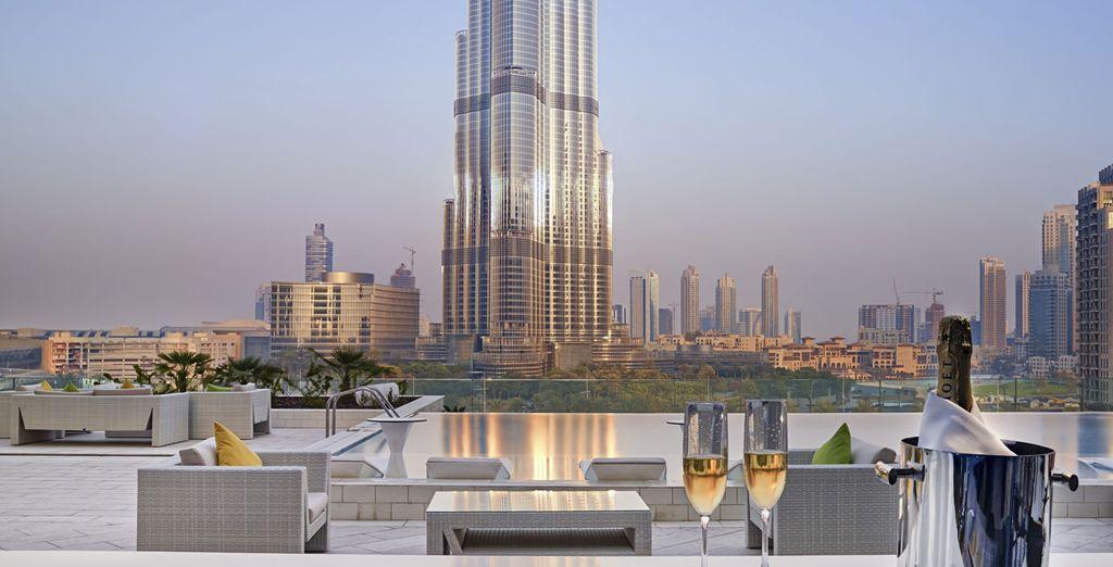 Gustate un aperitivo di fronte al più alto grattacielo del mondo
