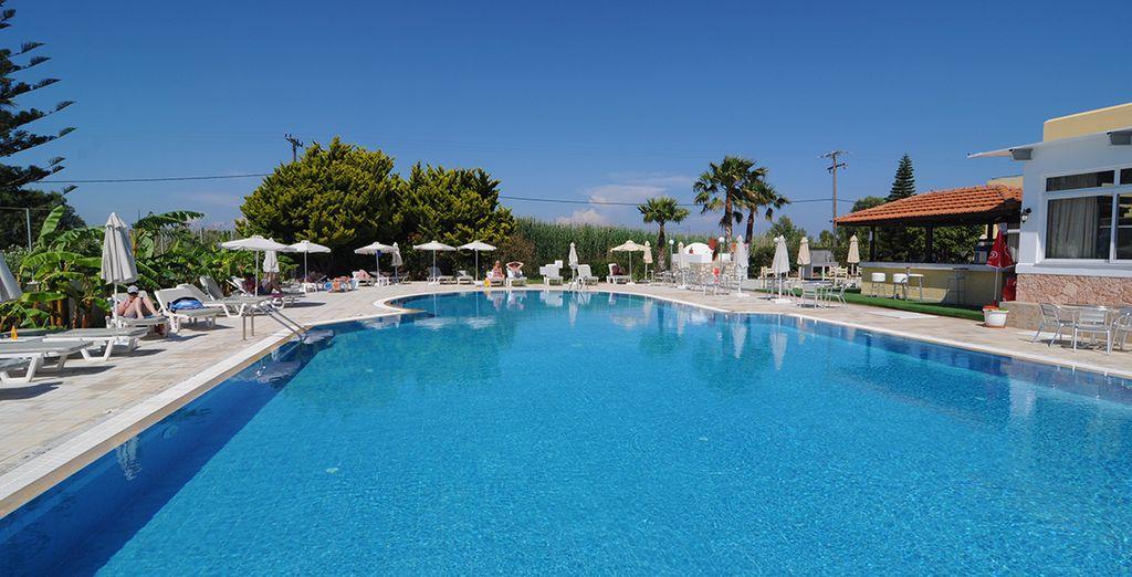 Fate un tuffo in piscina dove potrete rilassarvi con una nuotata rigenerante