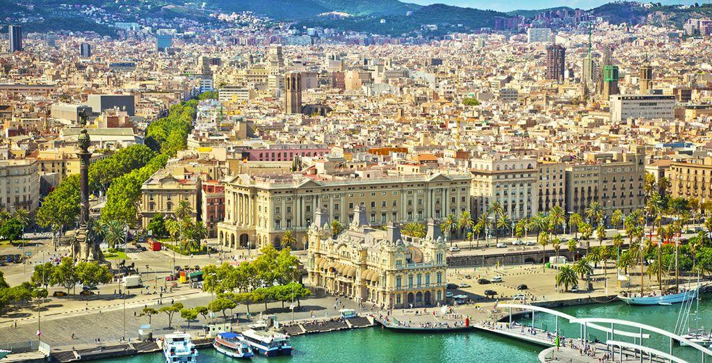 E godetevi una passeggiata sullo splendido lungomare catalano