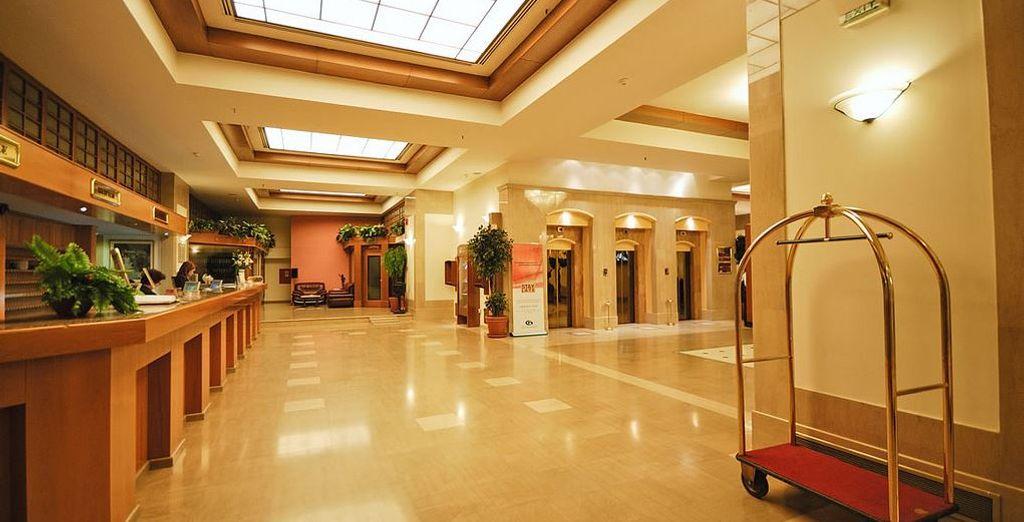 Durante il tour soggiornerete presso l'elegante Capsis Hotel 4* a Salonicco