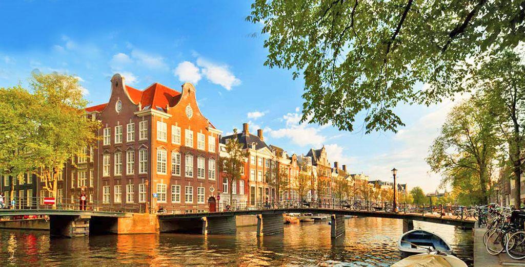 Amsterdam, magica città sull'acqua, vi regalerà una vacanza indimenticabile