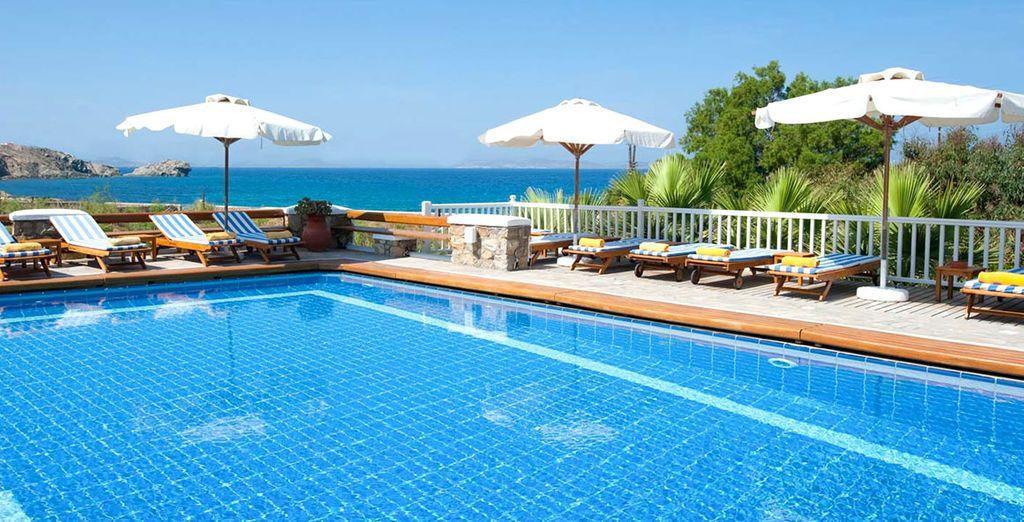 godetevi il sole in piscina