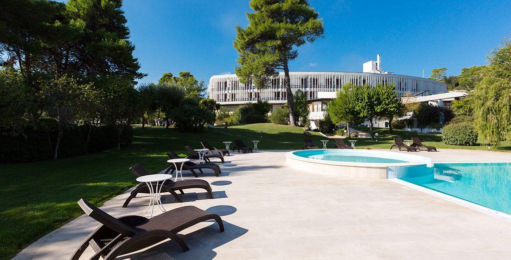 Mentre la piscina sarà un piacevole diversivo dove prendere il sole.