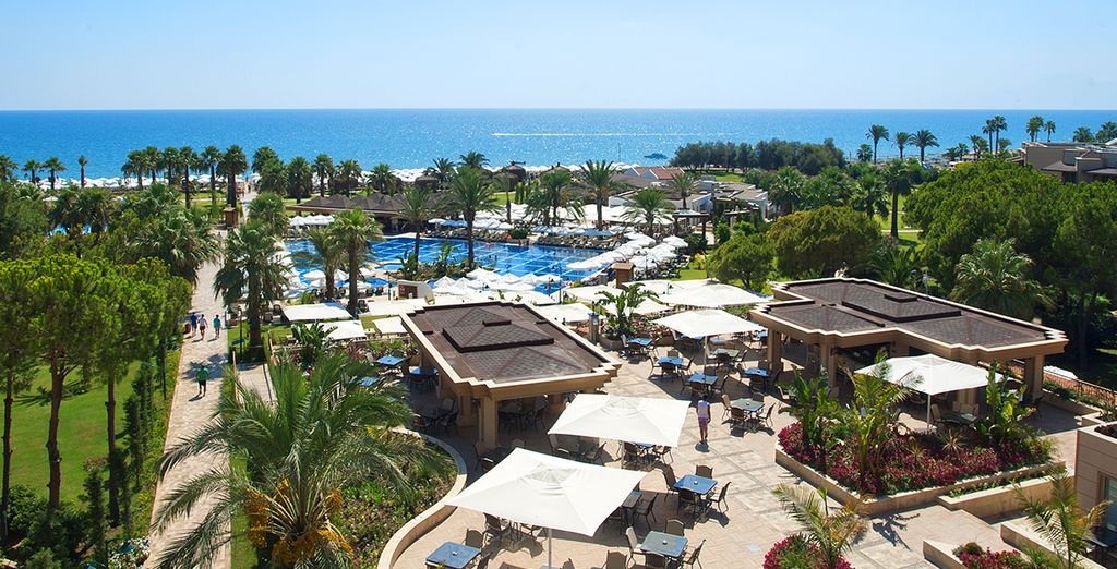 Il Crystal Tat Beach Golf Resort & Spa 5* vi attende