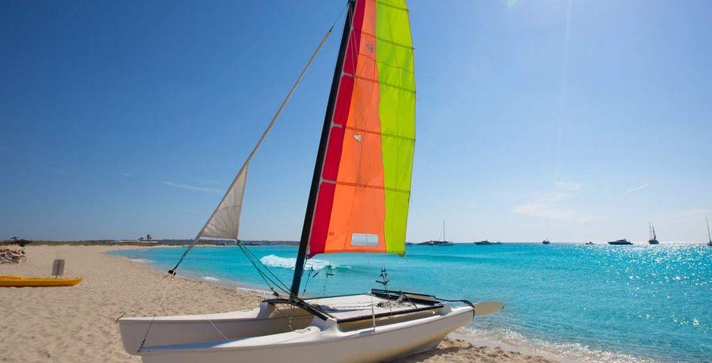 da dove potrete partire in barca alla scoperta delle splendide calette dell'isola.