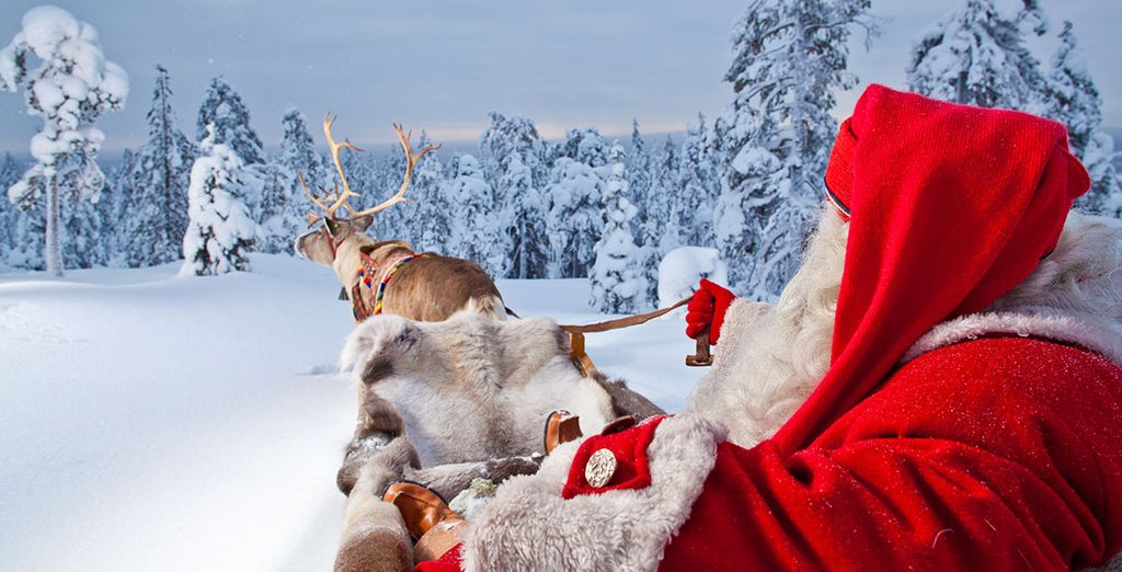 Babbo Natale con le sue renne vi attende