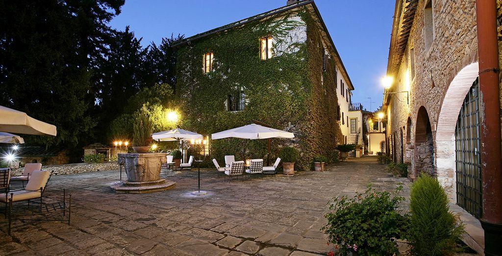 L'hotel è ospitato in caseggiati d'epoca che componevano la struttura seicentesca del borgo