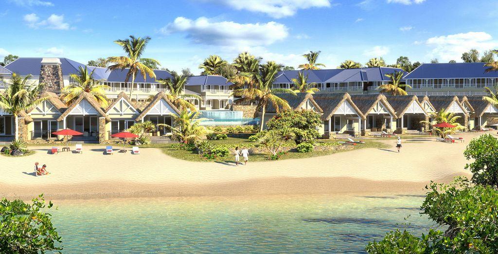 Un resort moderno situato ai margini di una  bianchissima spiaggia