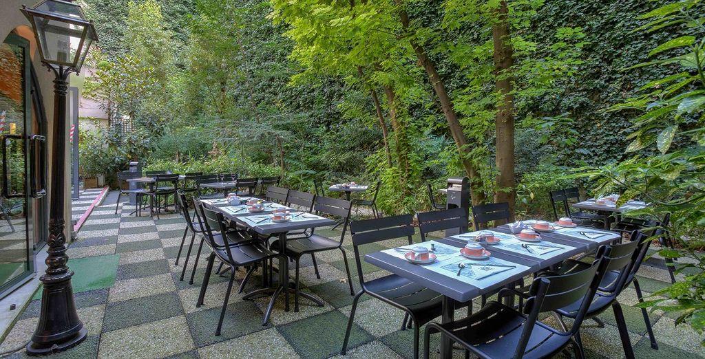 Nelle giornate di bel tempo è disponibile anche il giardino esterno