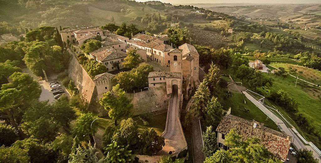Hotel a Montegridolfo 4 stelle che offre una magnifica vista panoramica della regione