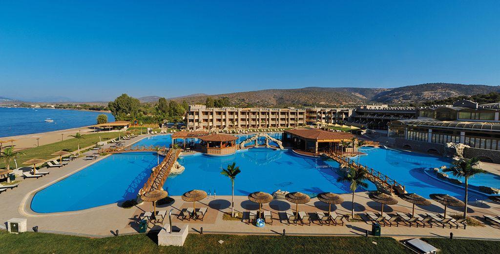 La piscina esterna è il luogo perfetto per momenti all'insegna del relax o del divertimento