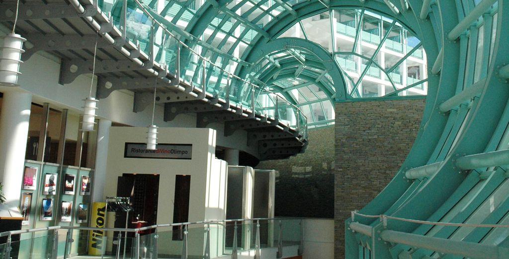 Ammirate le architetture spettacolari come la galleria di cristallo
