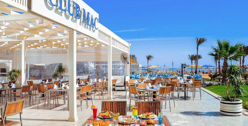 Il ristorante sulla spiaggia vi aspetta per un pranzo o uno snack