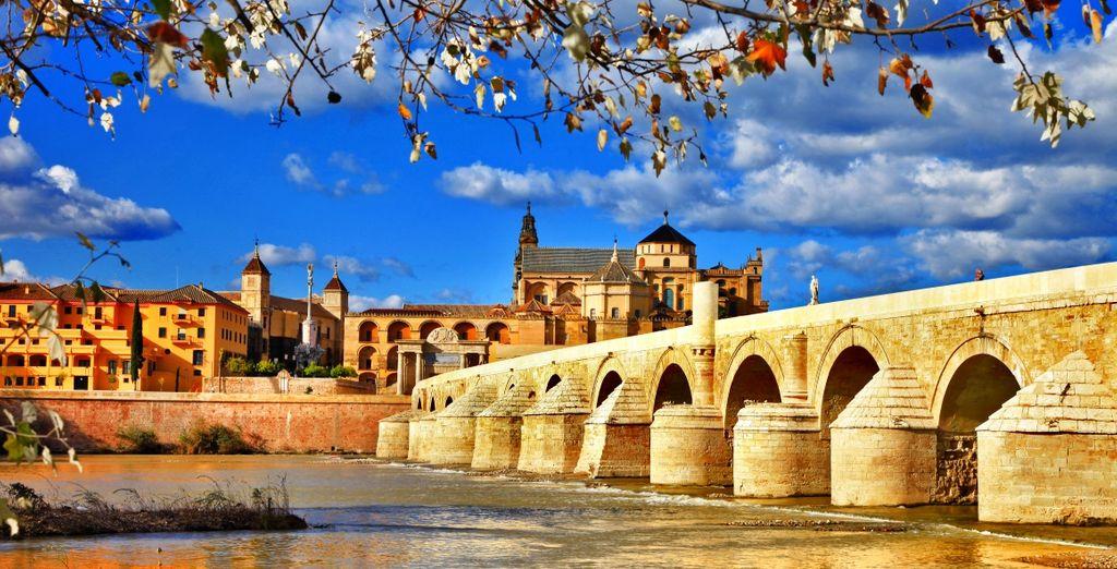 Cordoba e il suo famoso Ponte Romano che attraversa il Fiume Guadalquivir