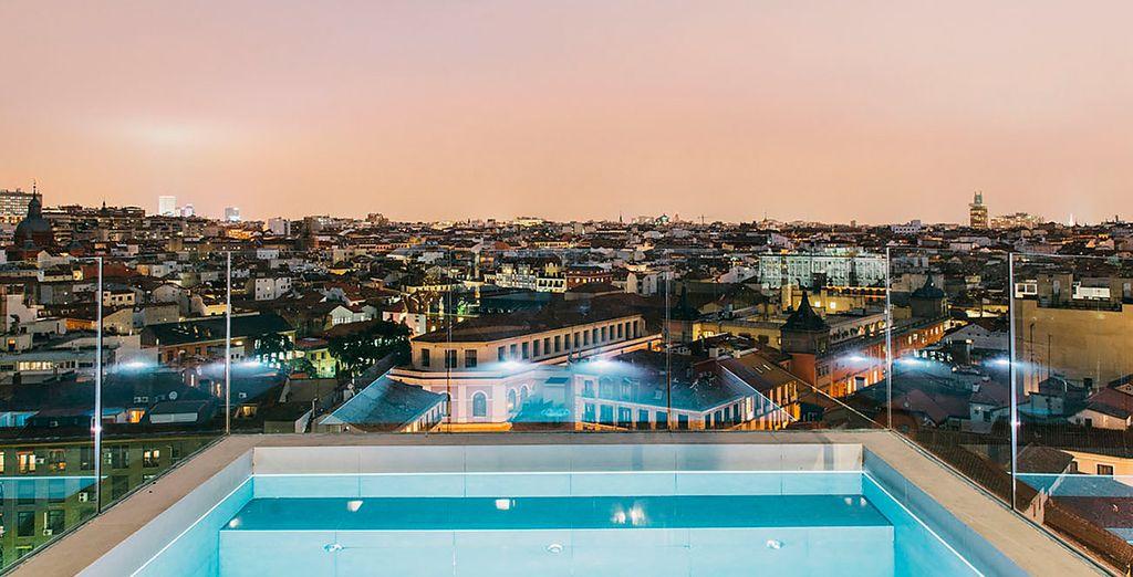 Godetevi le migliori viste panoramiche di Madrid nella piscina ad immersione e nel solarium