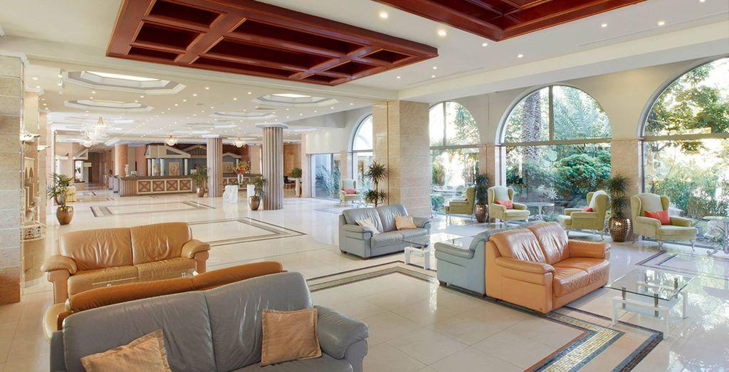 Caratterizzata da un'architettura moderna e da una deliziosa miscela di stili classici