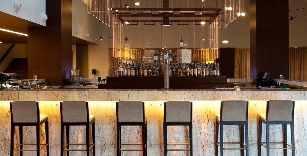 Gustate poi un cocktail al bar dell'hotel