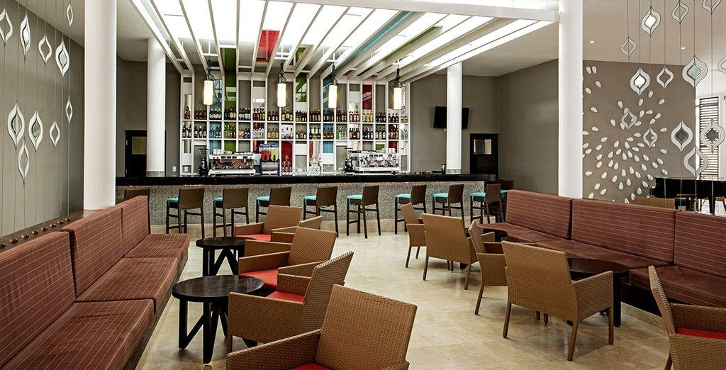 Nei 5 bar potrete tranquillamente rilassarvi con gli amici gustando un ottimo cocktail