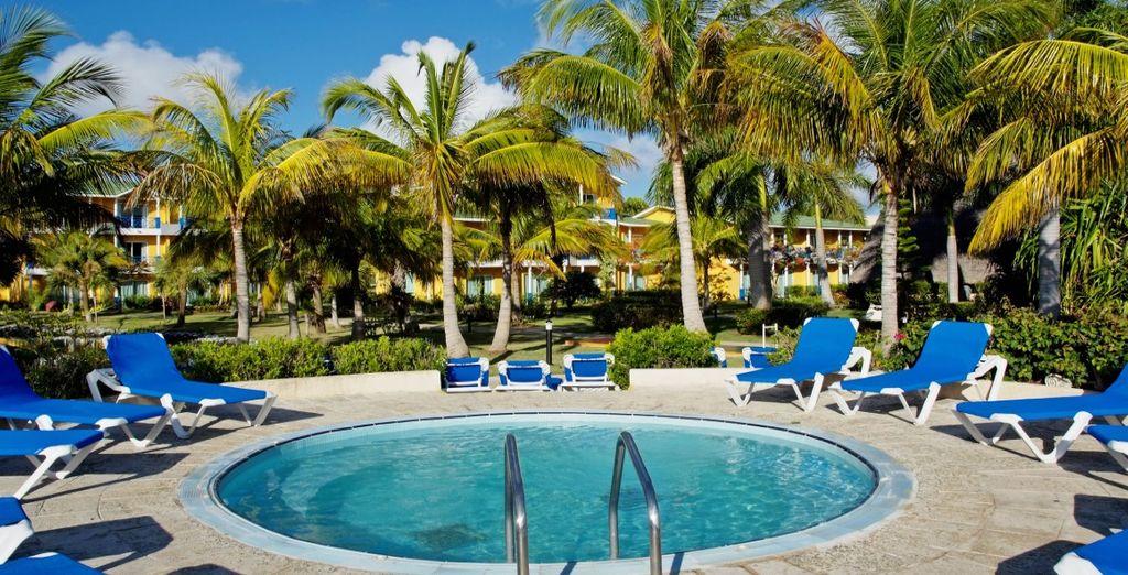 La magnifica piscina del Resort dove concedersi una nuotata rigenerante
