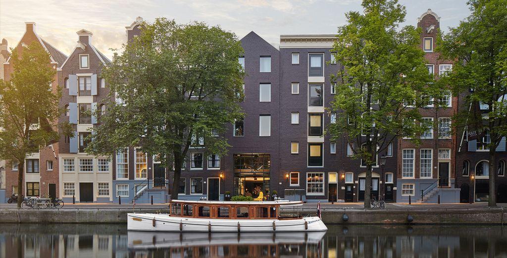 Affacciato sugli splendidi canali di Amsterdam