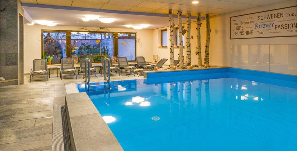 con ampia piscina ristrutturata