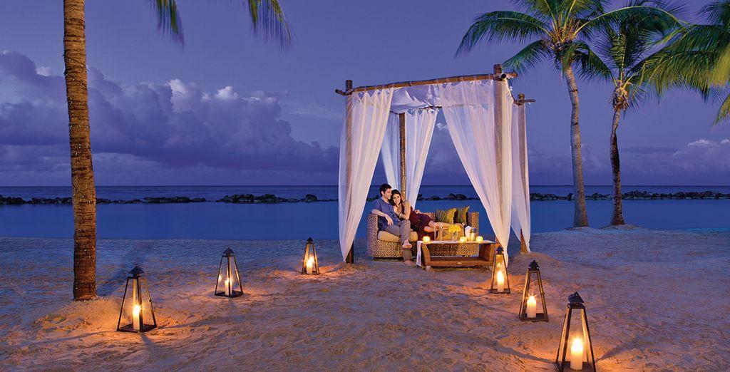 Deliziate i vostri palati con una cena romantica sulla spiaggia