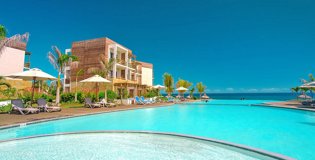 Trascorrete le vostre giornate presso una delle due piscine a sfioro con viste panoramiche sull'oceano