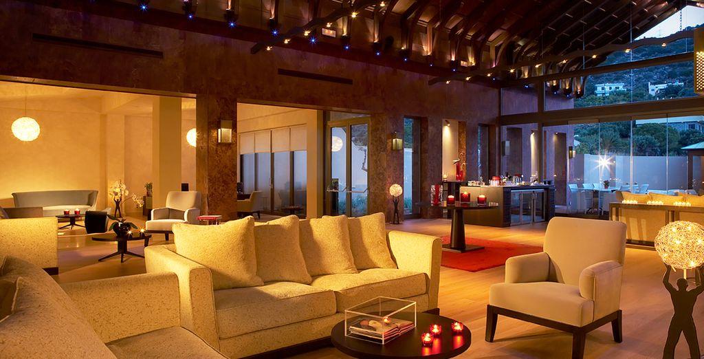 Gustate un cocktail nella tranquilla Lounge