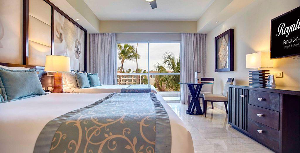 Vi sveglierete ogni mattina tra soffici lenzuola e potrete affacciarvi su giardini tropicali o sulle piscine scintillanti