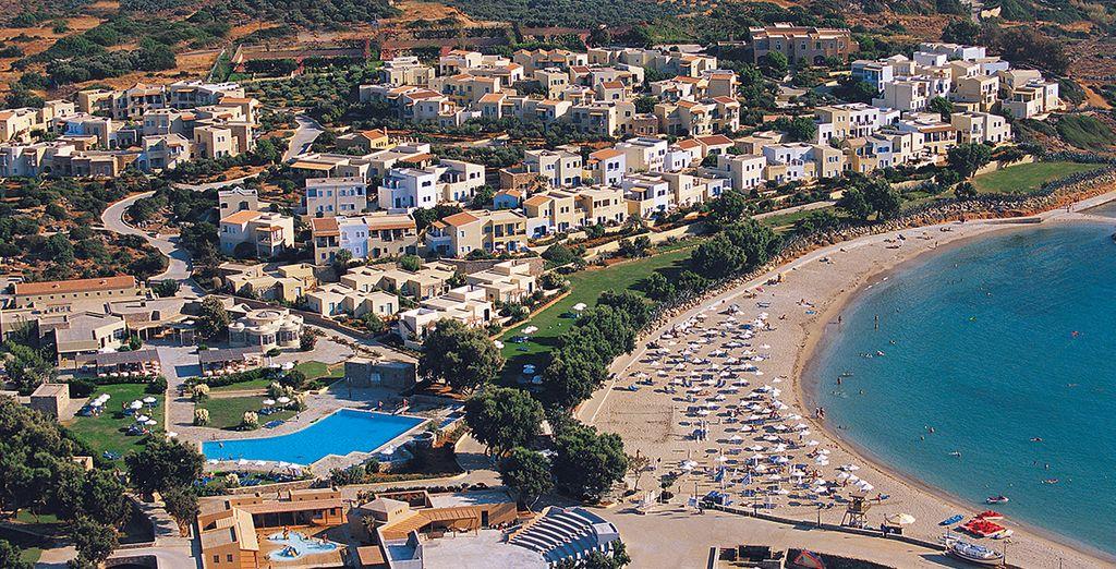 oppure distendetevi in spiaggia per godervi il sole dell'Egeo