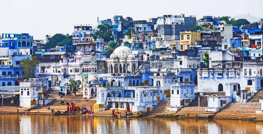 Proseguirete alla volta dei tipici Ghati Sacri del lago di Pushkar
