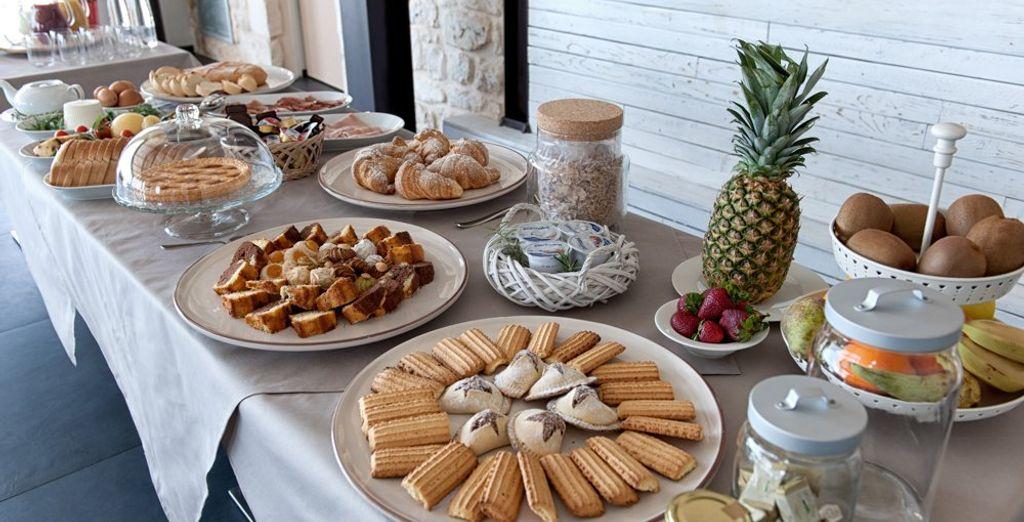 La mattina inizierà con un'ottima colazione a buffet