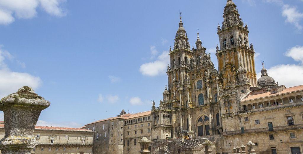 Per chi sceglie il Tour 8 notti è prevista una tappa a Santiago de Compostela, famosa in tutto il mondo