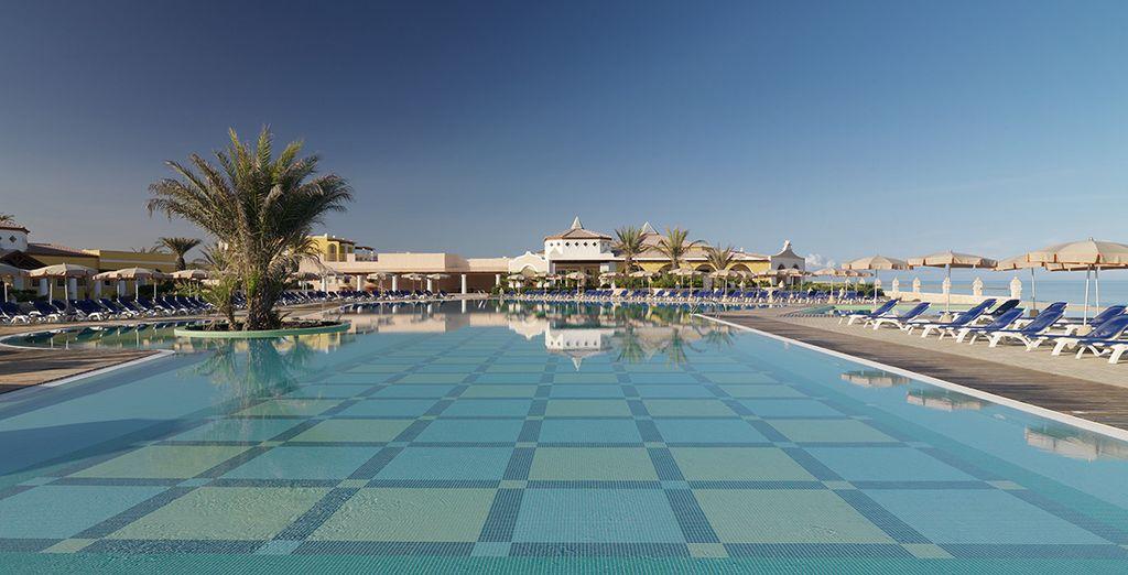 Rilassatevi nella grande piscina
