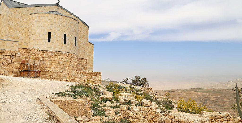 Dal Monte Nebo, luogo dove fu seppellito Mosè, godrete di una vista senza pari sulla Valle della Giordania